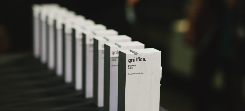 Foto de los trofeos Premios Gràffica 2016