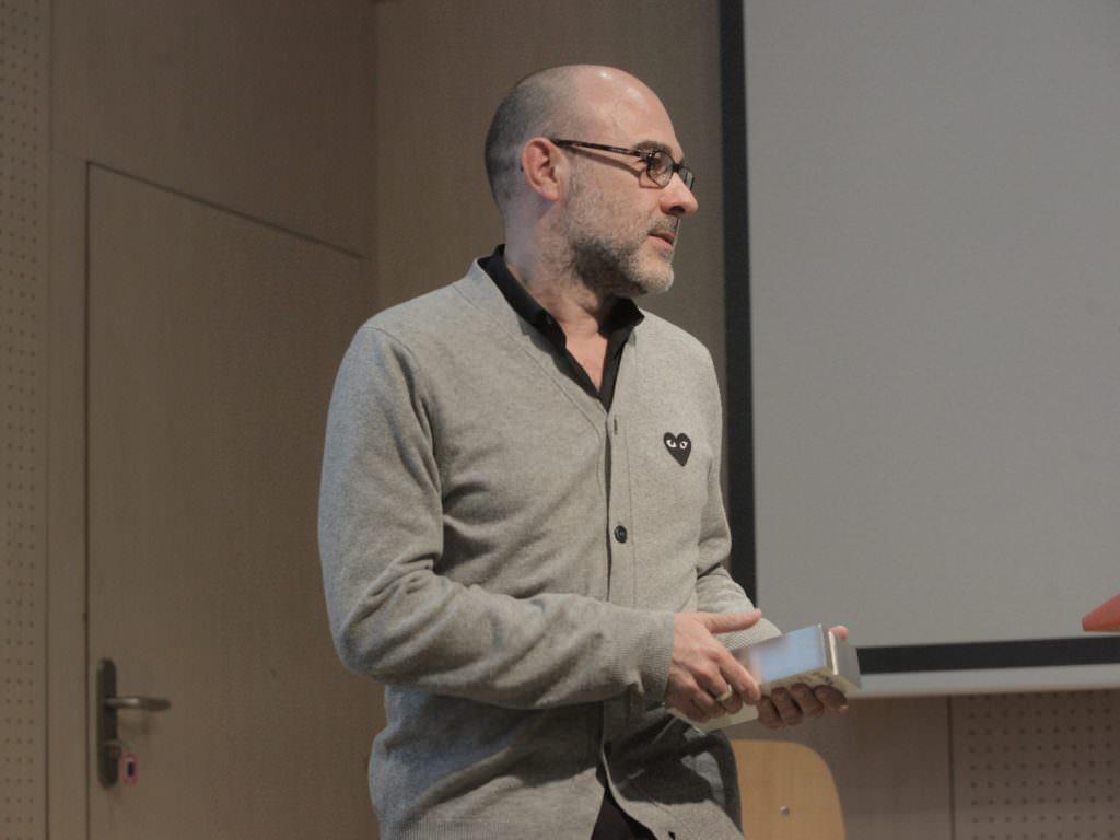 Ángel Murcia, subdirector del Centro Dramático Nacional recogiendo el Premio Gràffica 2011