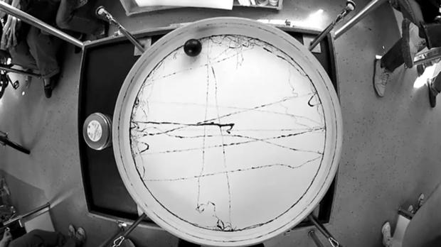 Olafur Eliasson – máquina cinética que dibuja el movimiento