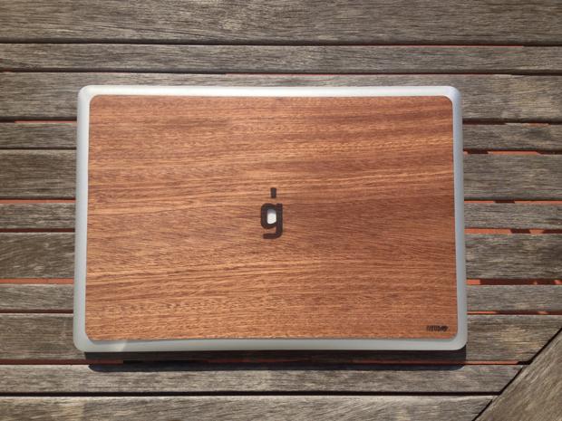 IUBUD, funda de madera logo Gràffica para Macbook 15'