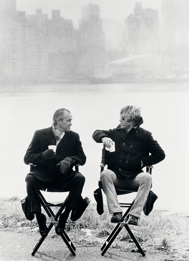 Terry O'Neill – Robert Redford y Richard Helms en un descanso rodaje, Three days of the condoros