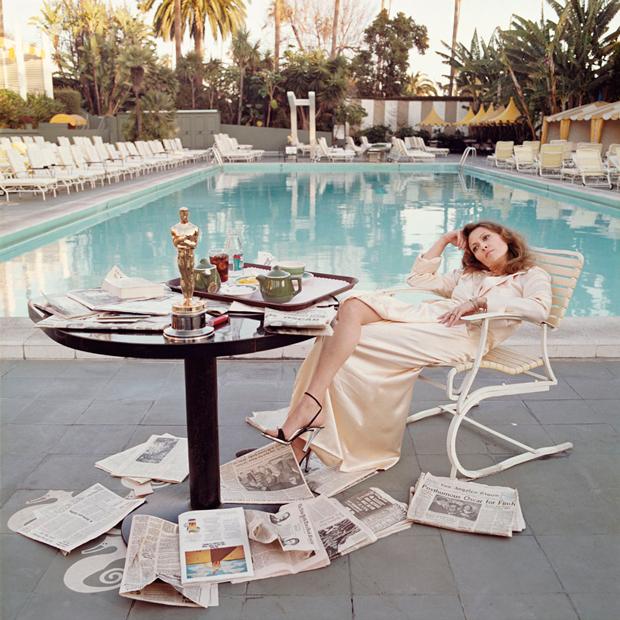 Terry O'Neill – Faye Dunaway al día siguiente recibir el Oscar Beverly Hills 1977