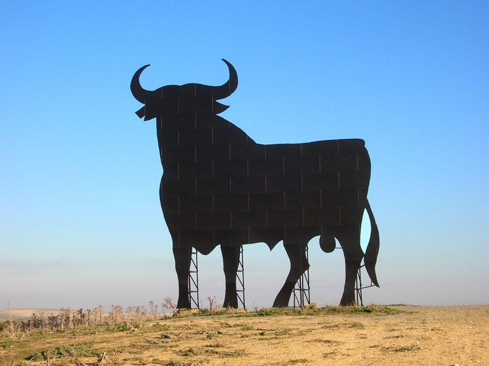 Manolo Prieto diseñó el toro de Osborne en 1957