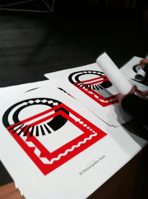 Bisgràfic, cartel el diseñador dual