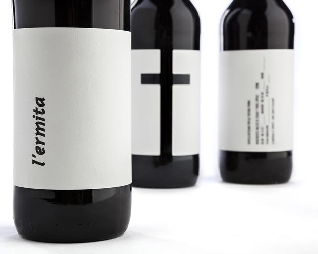 L'ermita packaging de cerveza artesanal de Nueve Estudio
