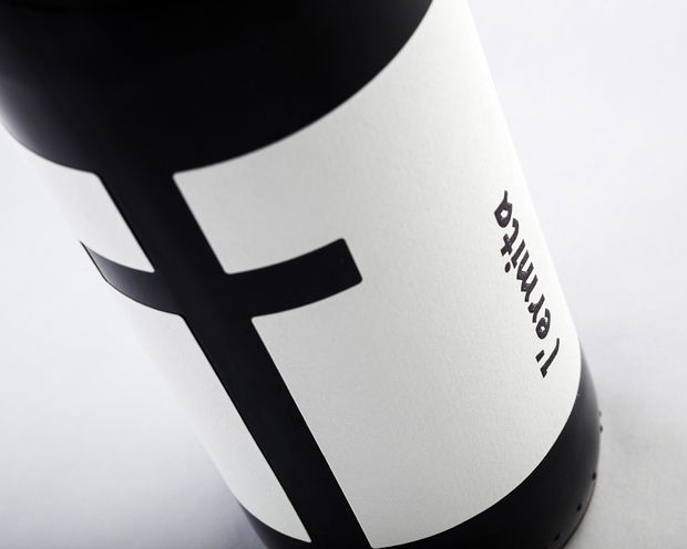 Cerveza L'ermita packaging diseño de Nueve Estudio