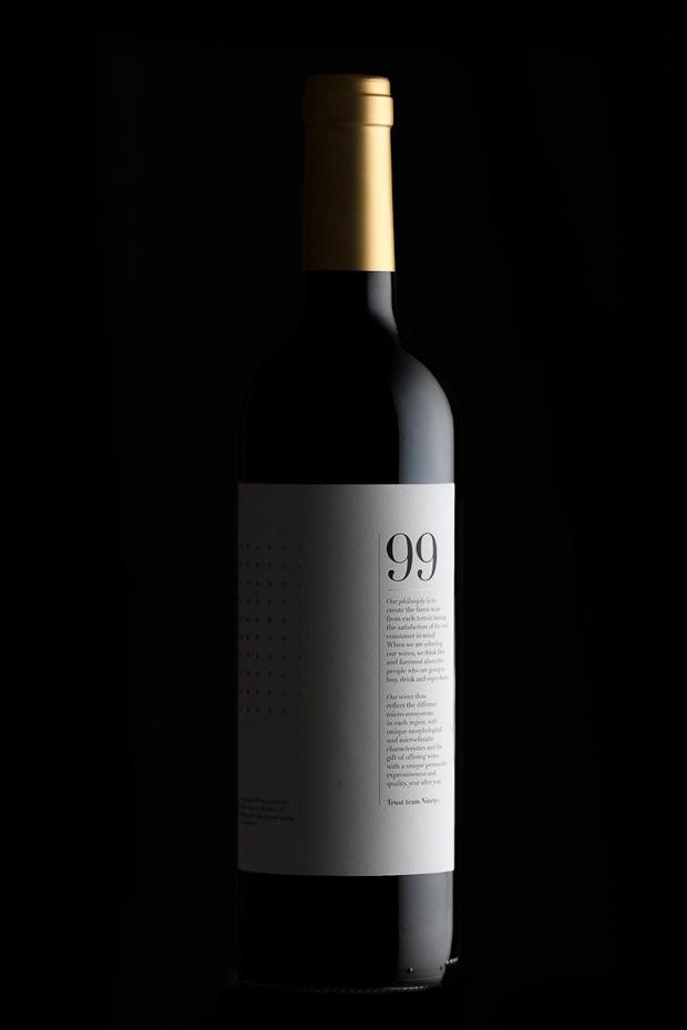 Ninety Wines, diseño de branding etiquetas de vino
