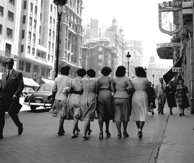 Francesc Català-Roca - Señoritas por la Gran Vía, Madrid,1959
