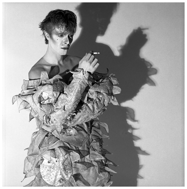 04 Brian Duffy david bowie scary monsters and super creeps 1980 photo brian duffy Bowie Series. Todas las caras del rey del glam retratadas por Brian Duffy