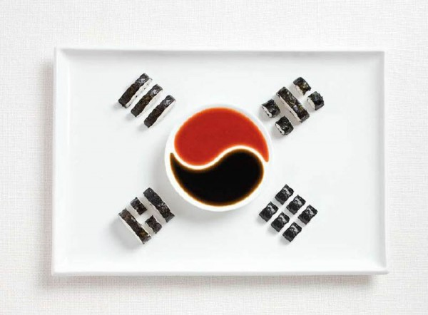 south korea flag made from food 600x442 Banderas nacionales creadas a partir de los alimentos típicos de cada país