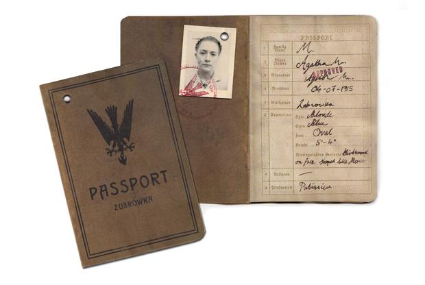 Pasaporte diseño de Annie Atkins en El Gran Hotel Budapest