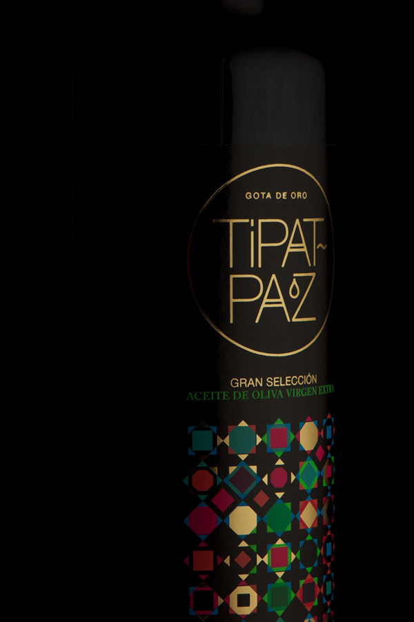 Tipat-Paz, una identidad colorista bañada con gotas de oro de David Torrents
