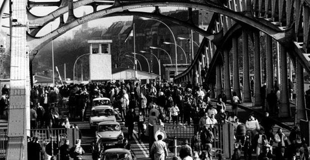 La caída del Muro de Berlín, 25 años. Fotografía de Daniel Biskup – Berlín Este checkpoint