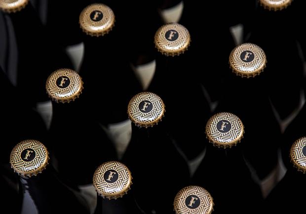 Finísima–cerveza artesanal – Branding & Packaging de SavvyStudio
