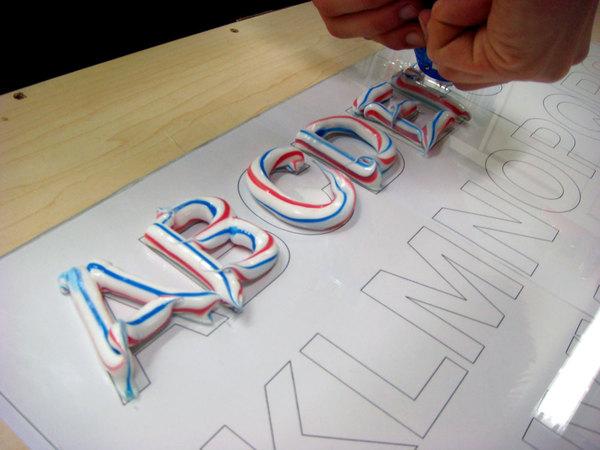 Fresh Font, alfabeto creado con pasta de dientes