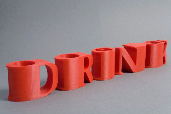 Diseño tipografíco para la serie de tazas llamada Drink