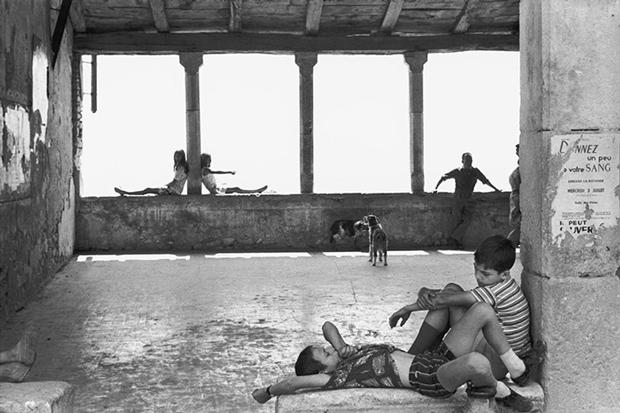Playgrounds – Cartier Bresson – Reinventar la plaza – Exposición en el Museo Reina Sofía