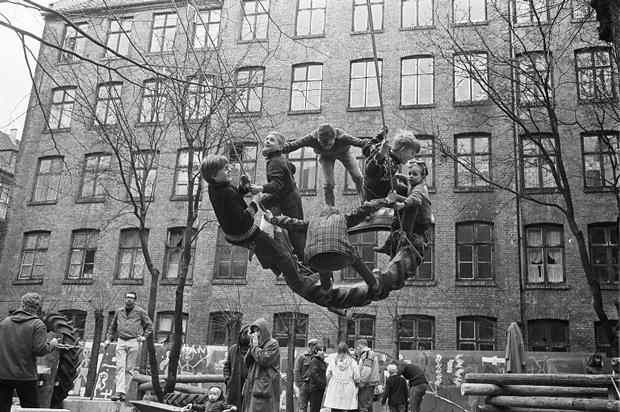 Playgrounds – REinventar la plaza – Exposición en el Museo Reina Sofía