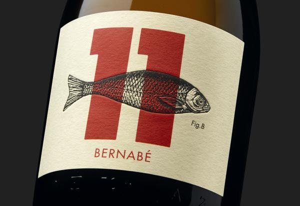 Detalle de etiqueta diseñada por Moruba para 'Mateo & Bernabé'