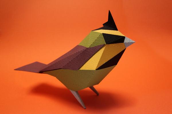 Guardabosques cardenal amarillo realizado en papel