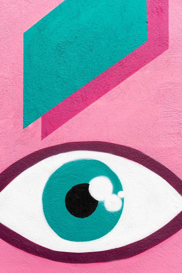 Attitude muestra su pasión por la tipografía, la ilustración y el arte urbano
