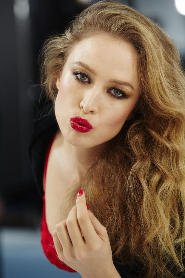 modelo Raquel Zimmermann en el Calendario Pirelli 2015 - fotógrafo Steven Meisel