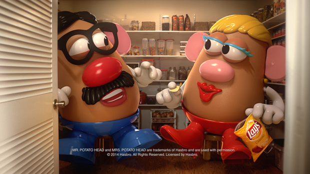 Mr. y Mrs. Potato canibalizados por una patata Lays