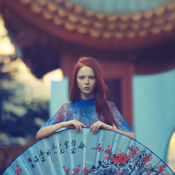 fotografía chica con paipai gigante