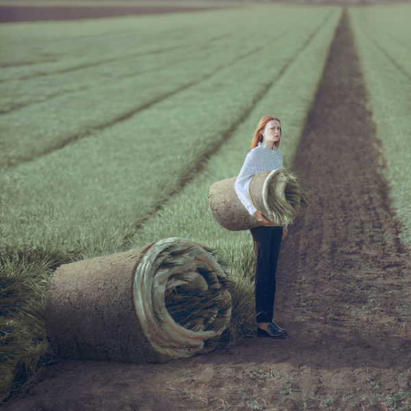 OlegOprisco – fotografía chica en césped