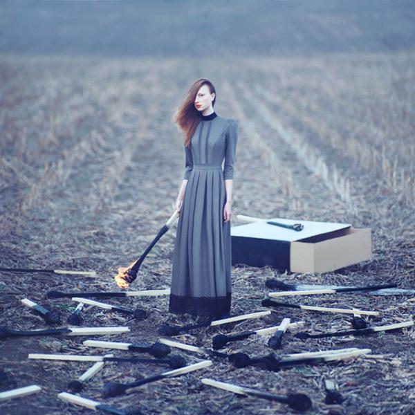 OlegOprisco – fotografía chica con cerillas