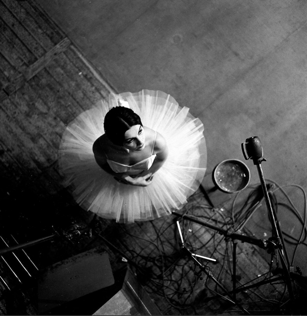 Fotografía de Robert Doisneau – la bailarina Catherine Verneuil