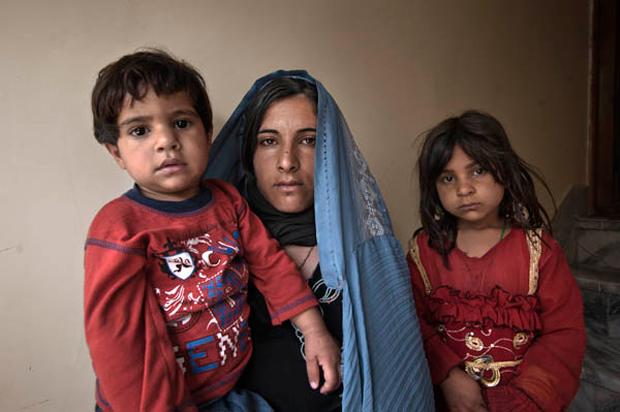 La mirada sin clichés de la mujer en Afganistán, por Gervasio Sánchez y Mònica Bernabé