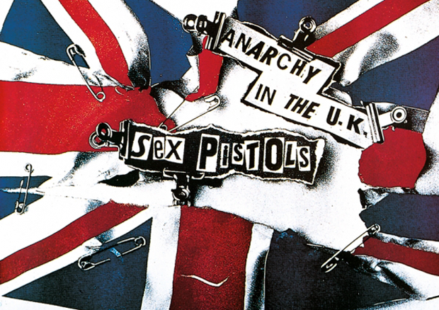 Jamie Reid diseñador de la portada del single Anarchy in the UKperteneciente al álbum Never mind the Bollocks, Here's the Sex Pistols de los Sex Pistols