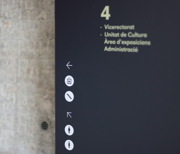 Señalética para el Centro Cultural La Nau diseño de Ibán Ramón más Dídac Ballester