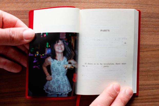 Premio Mejor Libro de Fotografía del año en categoría internacional: Party. Quotations from Chairman Mao Tse-Tung, de Cristina de Middel