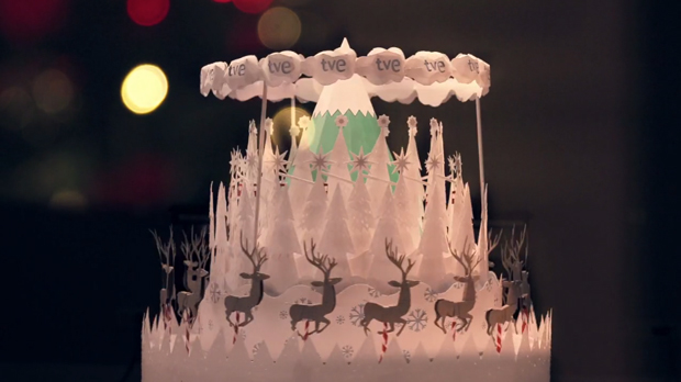 Christmas idents realizados en un zoótropo de papercut por Cómodo Screeen para TVE