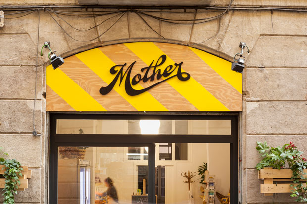 Mother, zumos cold pressed con branding artesanal de Mucho