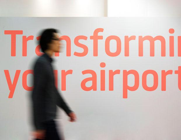 LLA, tipografía de Atipo para la identidad del aeropuerto de Luton en Londres