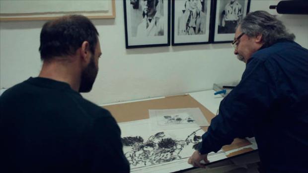 Alberto Corazón en su taller de trabajo