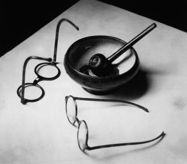 Las gafas y la pipa de Mondrian,1926, fotografía de André Kertész