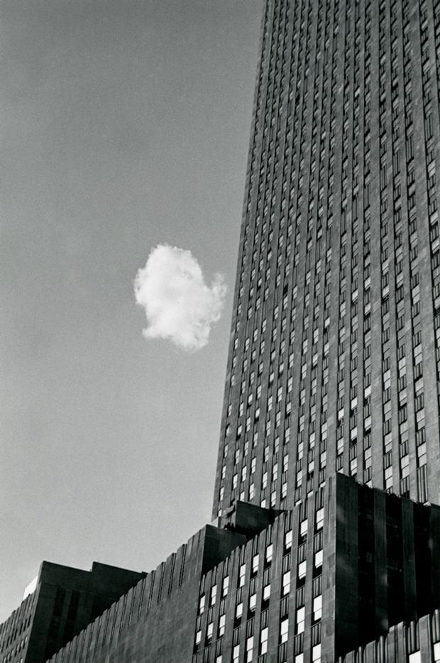 Nube perdida, Nueva York, 1937, fotografía de André Kertész