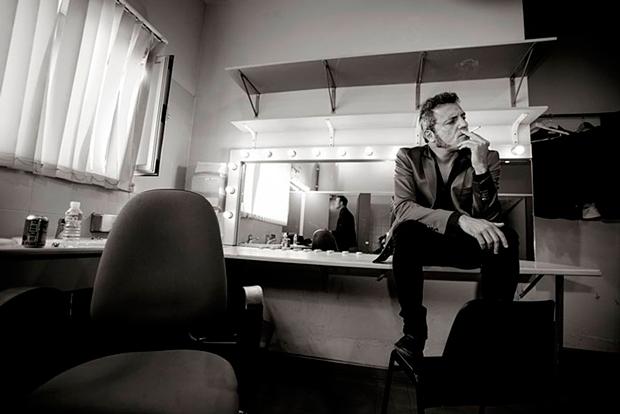 retrato de Carlos Tarque de M-Clan – Las fotografías del rock de Juan Pérez-Fajardo