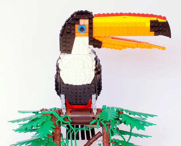 pájaros construidos con piezas Lego