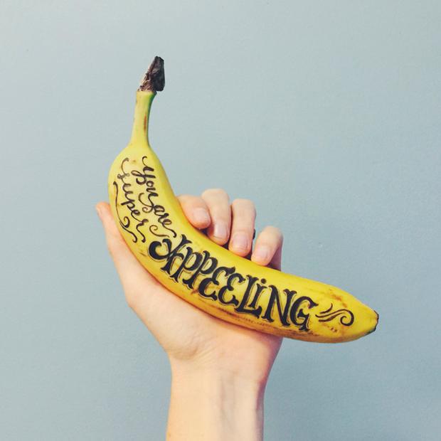 lettering en un plátano