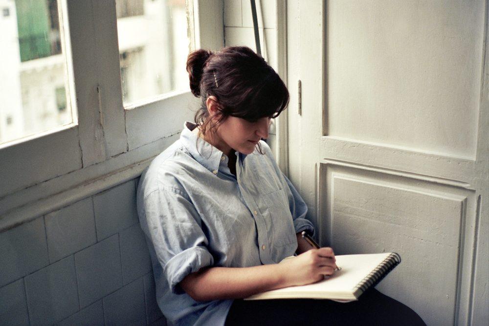 Foto retraro de la ilustradora Laura Castelló