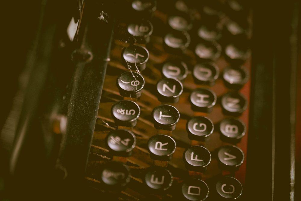 Máquina de escribir antigua – fotografías de objetos vintage en descarga gratuita