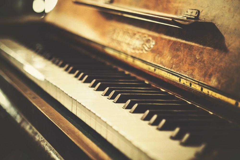 Piano vintage – fotografías de objetos retro-vintage en descarga gratuita