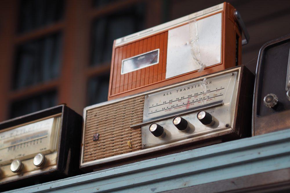 Antiguas radios analógicas – fotografías de objetos retro-vintage en descarga gratuita