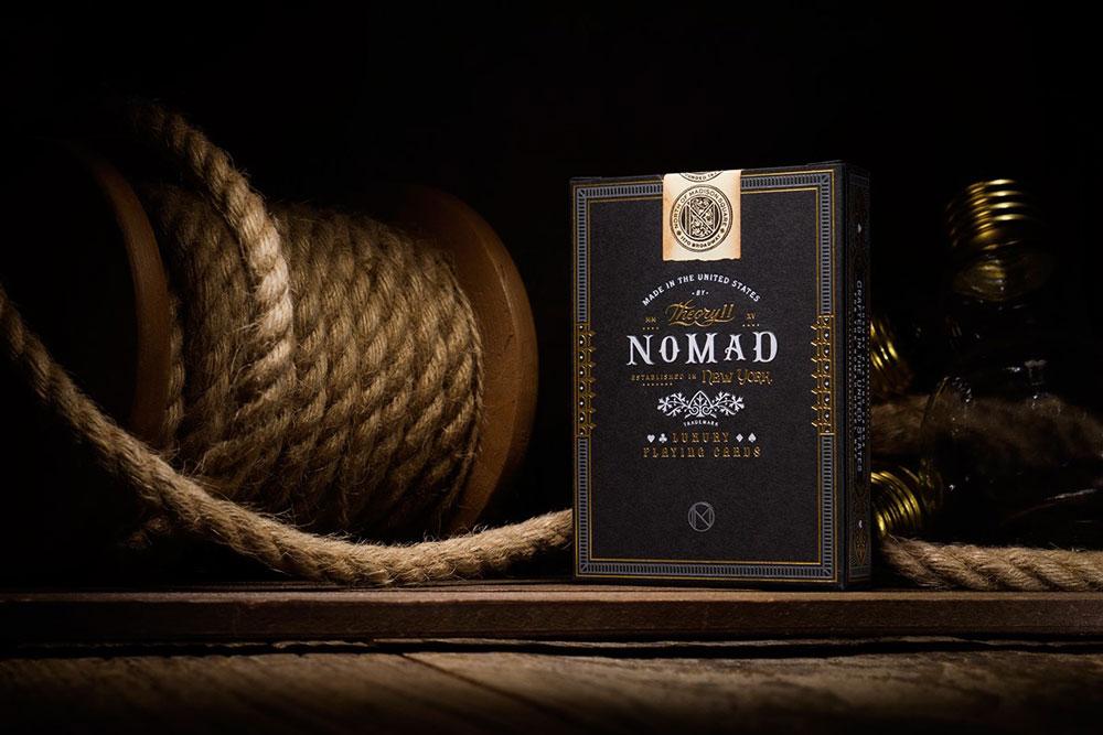 Diseñado por Chad Michael, este juego de naipes está inspirado en elementos arquitectónicos que se pueden ver en el lujoso The NoMad Hotel de Nueva York.
