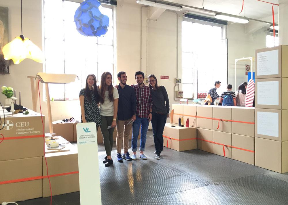 Alumnos de Diseño de Producto de CEU-UCH en el stand en la feria de Milán